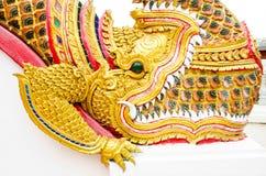 Den thailändska konstvisningen av traditionell naga skulpterade, Thailand royaltyfri foto
