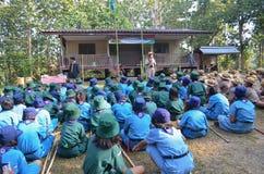 Den thailändska studenten spanar lägret Fotografering för Bildbyråer