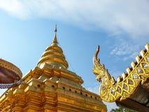 Den thailändska templet i den Chiang Mai The pagoden lokaliseras Arkivfoto
