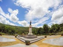 Den Thao Suranari statyn med härlig himmel på Thao Suranari parkerar, förbudet Nong Sarai, Pak Chong, Nakhon Ratchasima, Thailand Royaltyfri Foto