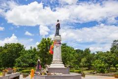 Den Thao Suranari statyn med härlig himmel på Thao Suranari parkerar, förbudet Nong Sarai, Pak Chong, Nakhon Ratchasima, Thailand Fotografering för Bildbyråer