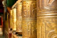 Den tibetana bönen wheels in songzanlinkloster Arkivbild