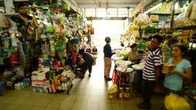 Den Tid schackningsperioden går igenom av Ben Thanh Market - Ho Chi Minh City (Saigon) Vietnam stock video