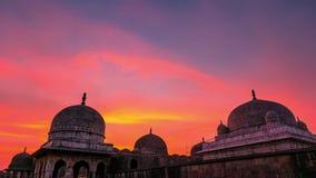 Den Tid schackningsperioden Mandu Indien, afghan fördärvar av islamkungarike, moskémonumentet och muslimgravvalvet lager videofilmer
