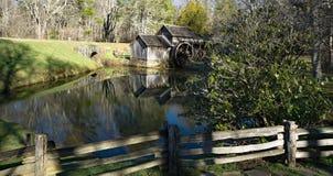 Den tidiga vårsikten av Mabry maler på den blåa Ridge Parkway som lokaliseras i sydvästliga Virginia Arkivbild