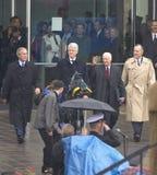 Den tidigare U S Presidenten Bill Clinton dyker upp från arkivet med presidenten George W Bush tidigare presidenter Jimmy Carter  arkivfoton