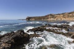 Den tidvattens- pölen på Abaloneliten vikShoreline parkerar i Kalifornien Royaltyfria Foton