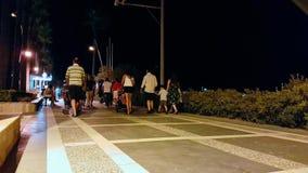 Den Timelapse sikten i Marmaris folk kan ses i denna upptagna gata som är den huvudsakliga gränsmärket för turister Nattsikt av arkivfilmer