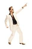 Den tokiga diskodansare i vit passar och slingrar läderkängor Royaltyfri Foto