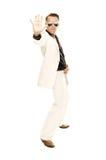 Den tokiga diskodansare i vit passar och slingrar läderkängor Royaltyfri Bild