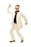 Den tokiga diskodansare i vit passar och slingrar läderkängor Royaltyfri Fotografi