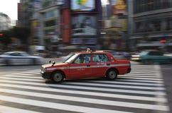 Den Tokyo taxien i Shibuya panorerade Fotografering för Bildbyråer