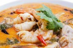 Den Tom sötpotatisen gjorde till kung eller Tom yum, den tom sötpotatisen, thailändsk soppa. Arkivfoton