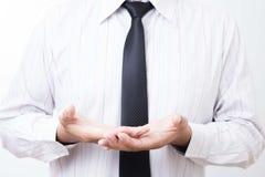 Den tomma affärsmannen öppnar kupade händer Begrepp av att ge sig eller holdin Arkivfoto