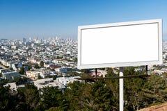 Den tomma affischtavlan undertecknar med stadsbakgrund Fotografering för Bildbyråer