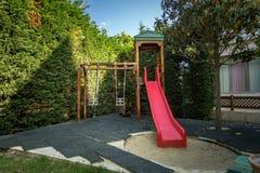 Den tomma barnlekplatsen på parkerar Royaltyfri Foto