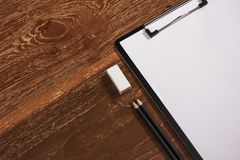 Den tomma brevhuvudet, blyertspennan och radergummit för företags identitet arbetar tillfälligt royaltyfria bilder
