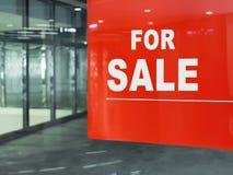 den tomma försäljningen shoppar Royaltyfri Bild