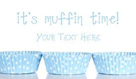 Den tomma muffinen cups stekhet bakgrund royaltyfri foto