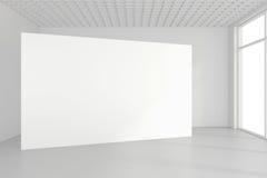 Den tomma vita affischtavlan i tomt rum med stora fönster, förlöjligar upp, tolkningen 3D Arkivbild