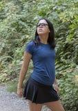Den tonårs- Amerasian flickan i glamoröst poserar, Snoqualmie parkerar, staten av Washington royaltyfria bilder