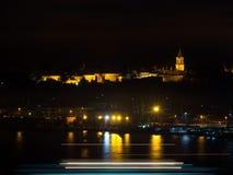 Den Topkapi slotten på natten Royaltyfri Bild