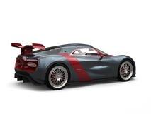 Den toppna sportbilen - kritisera grå färger med metalliska körsbärsröda röda sidopaneler och fostra vingen vektor illustrationer