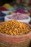 Den torkade apelsinen blommar på en marknad i Marrakech, Marocko Arkivfoto