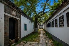 Den trädgårds- arkitekturen av den Dinghui templet in Royaltyfria Foton