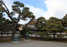 Den trädgårds- Ninomaruen gränsa till varandra den Ninomaru slotten Arkivbilder