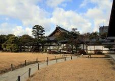 Den trädgårds- Ninomaruen gränsa till varandra den Ninomaru slotten Arkivfoton
