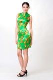 den traditionella asiatiska kinesiska klänningen slitage kvinnan Royaltyfri Fotografi