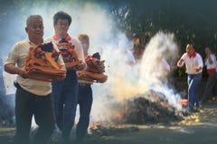 Den traditionella balinesen Kecak och brand dansar på den nya Taipei staden Royaltyfri Foto