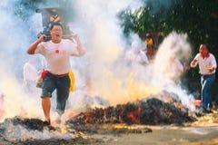 Den traditionella balinesen Kecak och brand dansar på den nya Taipei staden Arkivbild