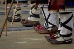 Den traditionella bulgaren skor tsarvuli Arkivbild