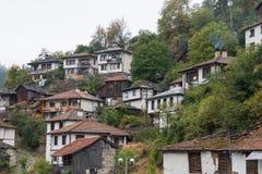Den traditionella byn av Shiroka Laka - Bulgarien fotografering för bildbyråer