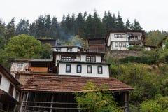 Den traditionella byn av Shiroka Laka - Bulgarien arkivbild
