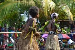 Den traditionella dansen maskerar festivalen Papua Nya Guinea Arkivfoto