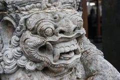 Den traditionella demonen bevakar statyn i den Pura Besakih tempelBali ön Religion Royaltyfria Bilder