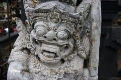 Den traditionella demonen bevakar statyn i den Pura Besakih tempelBali ön Religion Arkivfoton
