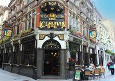 Den traditionella engelska baren Clachan i centrala London Royaltyfri Bild