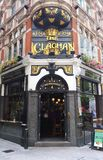 Den traditionella engelska baren Clachan i centrala London Royaltyfri Fotografi