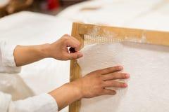 Den traditionella papperstillverkningen Royaltyfria Foton