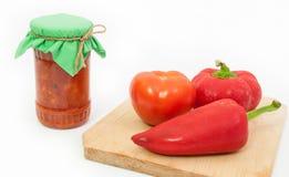 Den traditionella romanian grönsaksylten kallade zacusca Arkivfoton