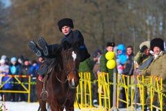 Den traditionella ryska nationella ferien ägnade till avslutningen av vintern: Maslenitsa festivities Mars 17,2013 Gatchina Fotografering för Bildbyråer