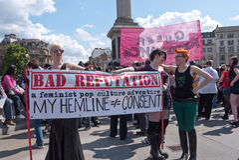 den trafalgar london slampafyrkanten går Royaltyfri Fotografi
