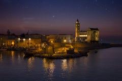 Den Tranis hamnen på solnedgången Arkivbild