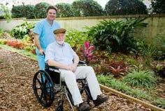 den trädgårds- home sjukvården går Arkivbilder