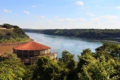 Den trefaldiga gränsen från den brasilianska platsen, Paraguay, Argentina, Br Royaltyfri Foto