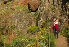 Den trekking banan för det slingriga berget på Pico gör Areeiro, madeiran, Portugal Royaltyfri Foto